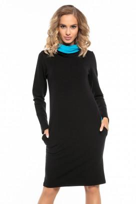 Krátke čierne športové šaty s vreckami a modrým rolákom model 121263 ta