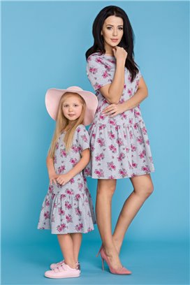 MMD11-2 Šedé kvietkované šaty s volánovou sukňou - dcérka