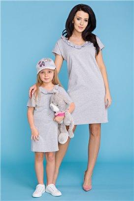 MMD17-1 Šedé tričkové šaty s volánikom - dcérka