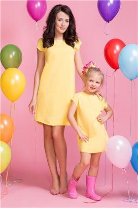 MMM2-6 Jednoduché žlté šaty s malou mašličkou na chrbte - mama