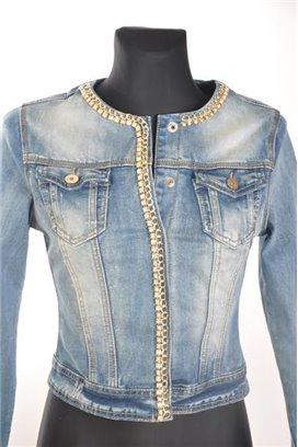 Jeansová bunda so zlatou retiazkou