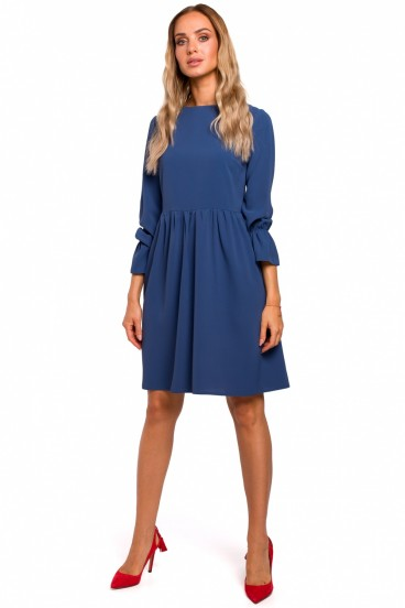Krátke modré voľné šaty s nazberanou sukňou model 135451 mE