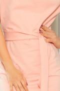 240-3 Krátke ružové púzdrové šaty s opaskom