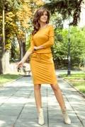 13-112 Krátke horčicové športové šaty s opaskom