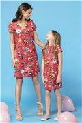 MMM34-3 Červené šaty s potlačou kvietkov a kohútikov - mama